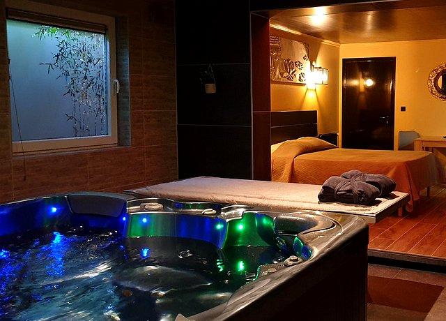 Suites et chambres avec jacuzzi privatif dans la province du Hainaut, au Secret d'Alcove