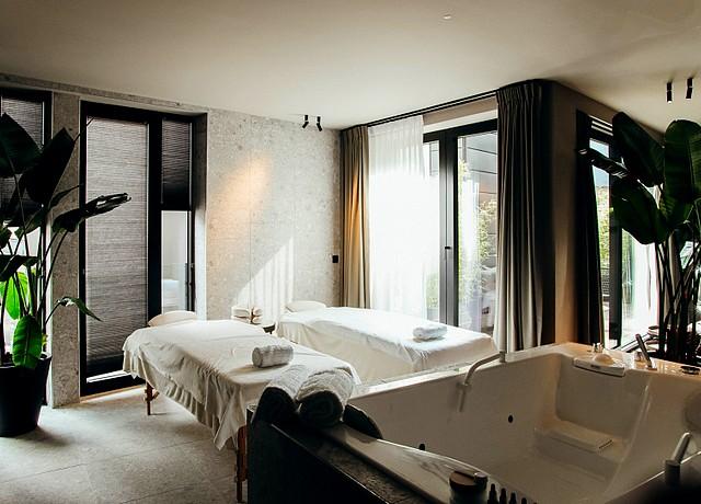 hotel de luxe avec jacuzzi privatif dans la chambre province du luxembourg le sanglier