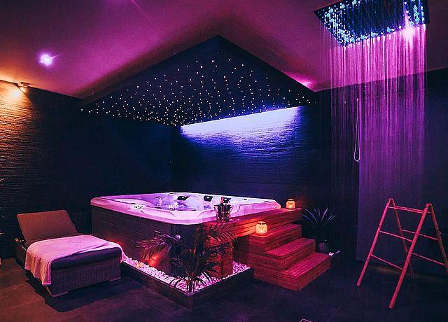 Espace wellness privatisable avec hammam, sauna et jacuzzi privatif près de Namur à OM Spa