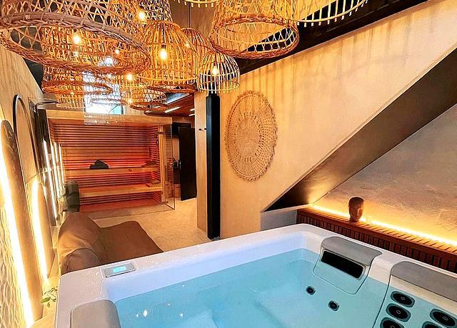 Suite avec spa et jacuzzi privatif à Namur à Comme chez Soye