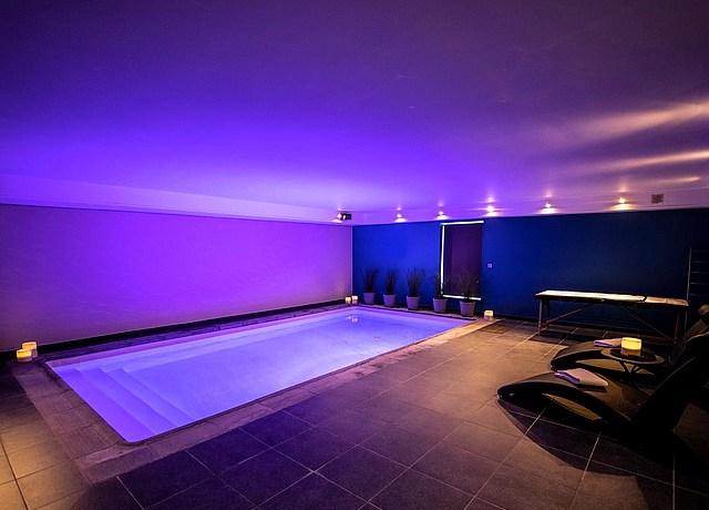 Suites de luxe avec spa et jacuzzi privatif près de Namur, à Spa Ciney